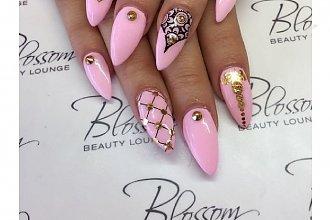 Śliczne pastele z bogatymi zdobieniami - 15 propozycji na oryginalny manicure