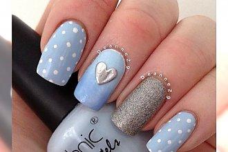 Paznokcie w kolorze baby blue - wiosenny hit w manicure