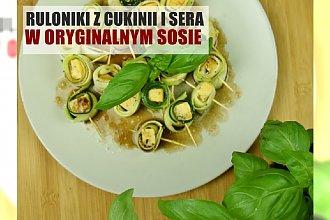 Rolki z cukinii i sera pleśniowego w aromatycznym sosie