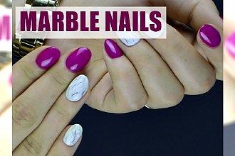 Paznokcie w kolorze fuksji z marmurkowym zdobieniem - zobacz, jakie to proste!