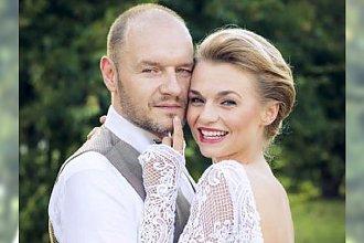 Emila Komarnicka wzięła ślub. Wreszcie widać jej suknię W CAŁEJ OKAZAŁOŚCI