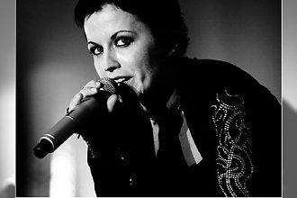 """Przyczyny śmierci Dolores O'Riordan z The Cranberries. TMZ: """"Była w głębokiej depresji"""""""