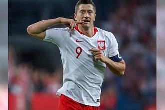 """Lewandowski tłumaczy się ze swojego pudła: """"Piłka odbiła się od kreta"""". W sieci hejt: """"Nie jesteś godzien polskiej koszulki!"""""""