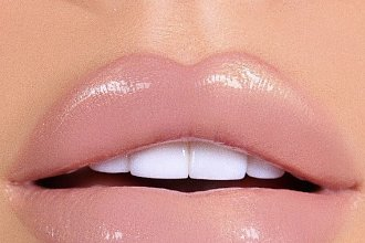 Usta w odcieniu nude -naturalny makijaż ust