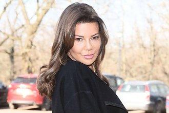 """Edyta Górniak na konferencji """"Agent-Gwiazdy"""" w skromnym płaszczyku, ale gdy go zdjęła... WOW!"""
