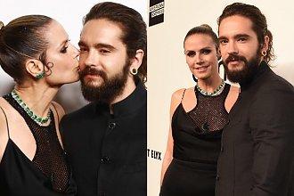"""Heidi Klum zadała szyku w sukni od Versace, ale chyba pokazała więcej niż chciała... """"Jesteś w CIĄŻY""""?, pytają fani!"""