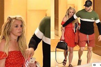 Britney Spears na przepustce ze szpitala psychiatrycznego. Paparazzi przyłapali ją wychodzącą ze szpitala. Fani są PRZERAŻENI jej wyglądem!