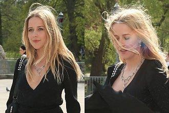 Jessica Mercedes na pokazie Zienia zaliczyła SPEKTAKULARNĄ WPADKĘ! Wystarczyło, że wiatr podwiał jej sukienkę i... OMG!