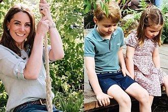 Księżna Kate na huśtawce, a jej dzieci ganiają boso po strumieniu! Takich zdjęć rodziny królewskiej jeszcze nie było!