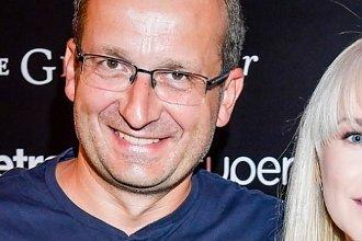 Robert Górski zabrał o 16 lat młodszą partnerkę na premierę. Niedawno piękna ukochana urodziła mu córkę