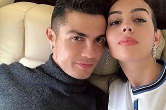 Cristiano Ronaldo i Georgina Rodriguez NAJPIĘKNIEJSZĄ parą świata? Ich fani nie mają wątpliwości, że TAK!