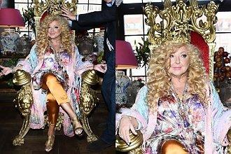 Magda Gessler w koronie siedzi na złotym tronie jak prawdziwa królowa! Ale nie to jest najlepsze
