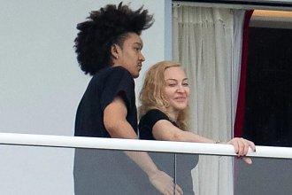 """61-letnia Madonna obściskuje się z 26-letnim kochankiem. Fani: ,,Tak można żyć"""""""