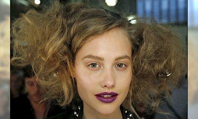 Celowo potargane włosy – hit czy kit?