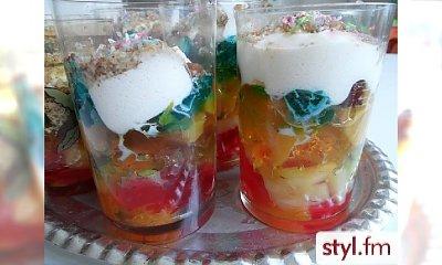 Smaczny kolorowy deser galaretkowy