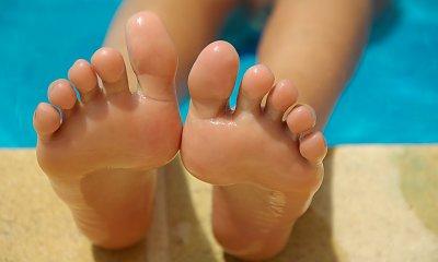 Szorstko i nieprzyjemnie, czyli jak zadbać o stopy po lecie