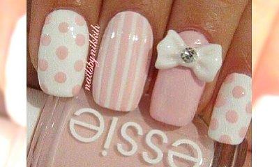 Pomysły na super dziewczęcy manicure z elementami różu