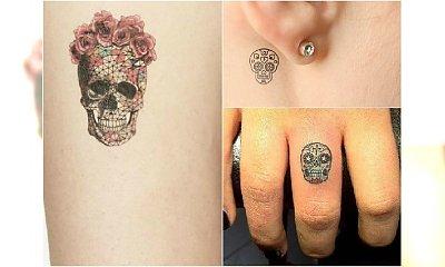 HOT TREND: Mały tatuaż z meksykańską czaszką