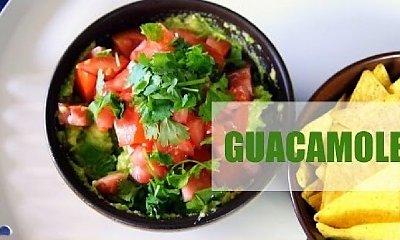 Pyszne guacamole z kolendrą i pomidorem
