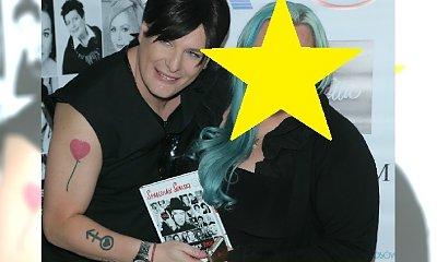 Patrzcie, kto wrócił na salony! Pamiętacie tę gwiazdę? Teraz ma niebieskie włosy