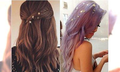 Gwiazdki do włosów - supermodna ozdoba na sylwestra. Zobaczcie, jak uroczo wyglądają z nimi fryzury!