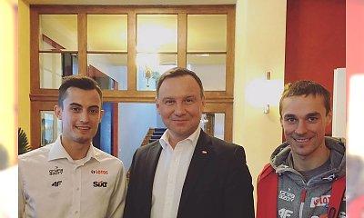 Polscy skoczkowie na śniadaniu z prezydentem. Jedna rzecz rzuca się w oczy. Faux pas?