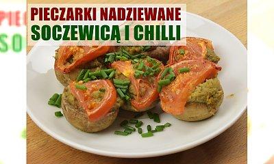 Pyszne i aromatyczne nadziewane pieczarki z soczewicą i chilli