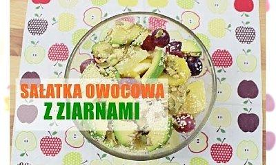 Lekka sałatka owocowa z ziarnami - przysmak dla dużych i mniejszych