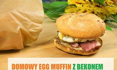 Domowej roboty egg mufin z boczkiem