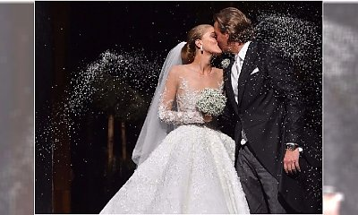 Bajeczna suknia ślubna Victorii Swarovskiej! 500 000 kryształków, 46 kg wagi, 8-metrowy welon i powalająca cena 800 000 funtów