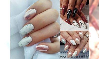 Marmurkowy manicure w różnych wariantach kolorystycznych - ten motyw to hit sezonu!