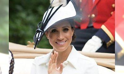"""Księżna Meghan debiutuje na wyścigach konnych. Stylizacja? """"Wreszcie jest idealnie!"""""""