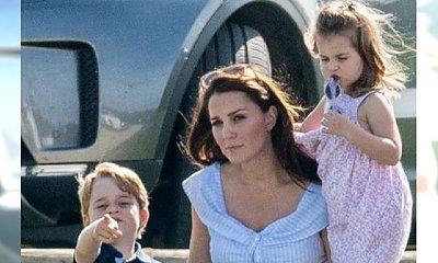 """Księżna Kate z dziećmi spędza weekend na meczu polo. Tak wygląda """"po godzinach"""""""