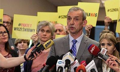 """Nauczyciele ZAWIESZAJĄ STRAJK! """"Panie premierze Morawiecki, dajemy panu czas do września. Oczekujemy od pana męskiej postawy"""""""