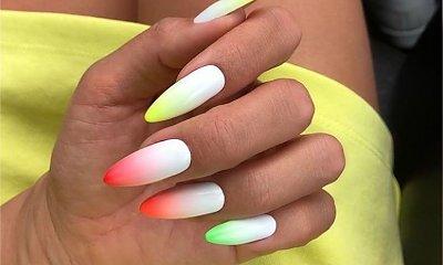 Nowe, modne paznokcie ombre. Łączymy neonowe kolory z bielą. Te wzory są hitem lata!