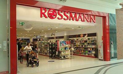 Rossmann zwala z nóg cenami. Najlepsze promocje na święta, tłumy walą do drogerii