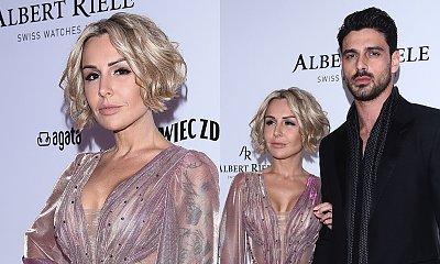 Blanka Lipińska pozuje ze swoim Massimo. Rozcięcie w sukni ledwo zakrywało jej pupę