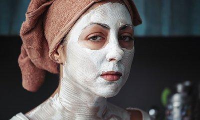 Domowe sposoby na odmłodzenie skóry twarzy. 5 cennych rad