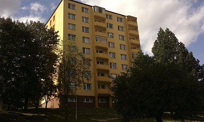 Wnuczek wyrzucił swoją babcię przez balkon! 78-letnia kobieta nie przeżyła!