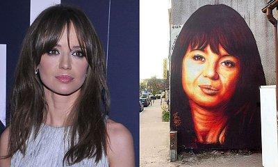 Powstał mural Anny Przybylskiej. Fani grzmią: Wygląda jak Danuta Holecka. Artysta naniósł poprawki