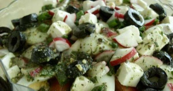 Sałatka grecka z oliwkami i serem feta