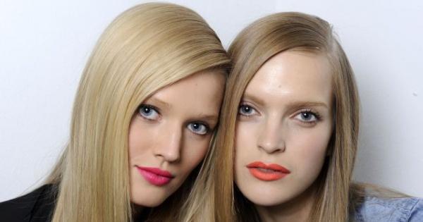Idealnie proste włosy – trend, który nie przemija
