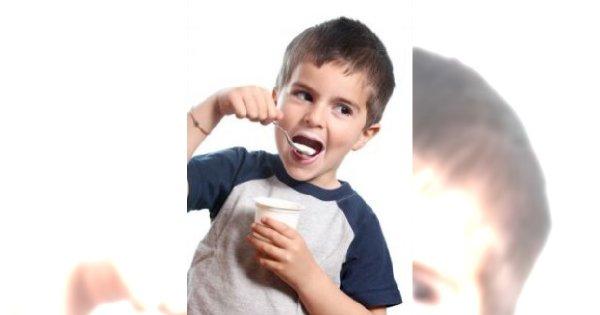 Odtłuszczony czy pełnotłusty – jaki jogurt dla dziecka?