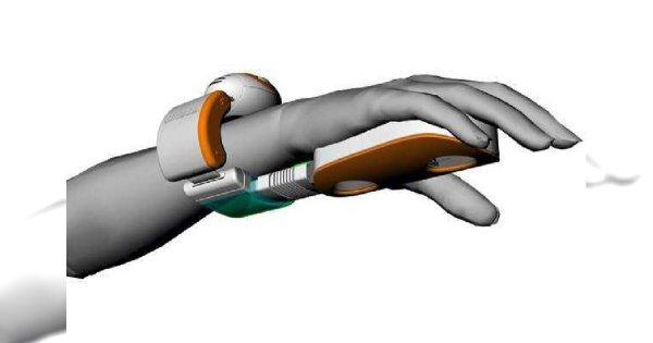 Odkurzacz-rękawiczka Christiana Sallustro