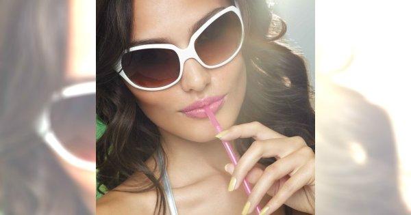 Wakacyjne trendy na paznokciach