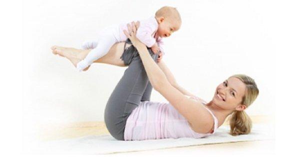 Mama z dzieckiem na fitnessie
