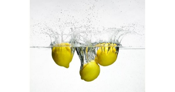 Picie soku z cytryny na czczo – sekret szczupłej sylwetki gwiazd