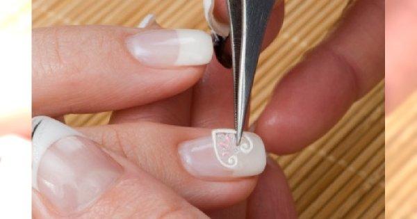 Naklejki na paznokcie – czy nadal są modne?
