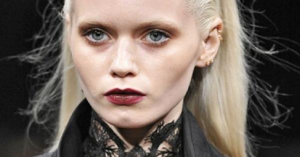Jak wykonać gotycki makijaż?