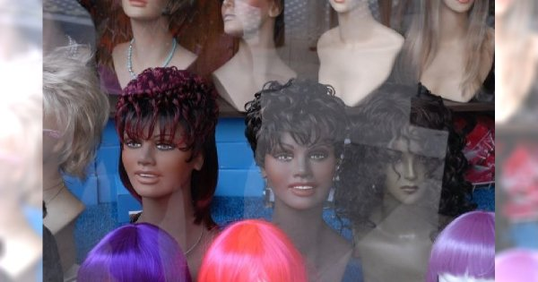 Jakie zabiegi fryzjerskie mogą niszczyć włosy?